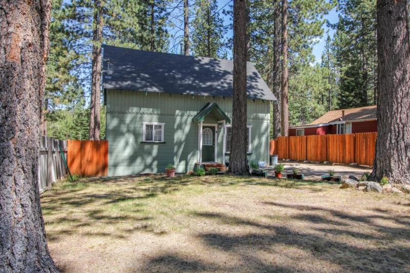 Dog-friendly cabin with private hot tub near Camp Richardson marina. - Image 1 - South Lake Tahoe - rentals
