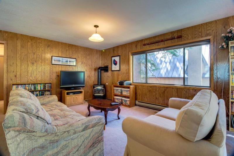 Fantastic dog-friendly Donner Lake home near w/ shared tennis court access - Image 1 - Truckee - rentals
