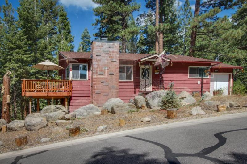 Cozy cabin close to Heavenly w/ hot tub and furnished deck - Image 1 - South Lake Tahoe - rentals
