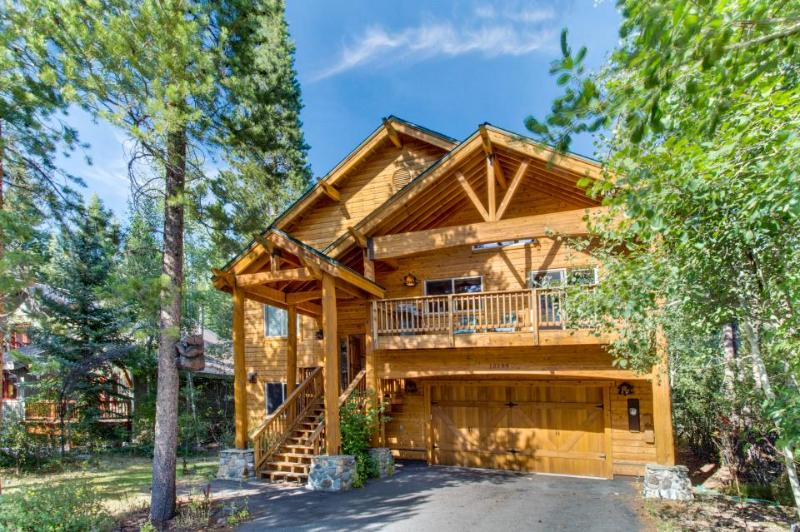Dog-friendly home w/ private hot tub and shared pools, saunas, tennis & more! - Image 1 - Truckee - rentals