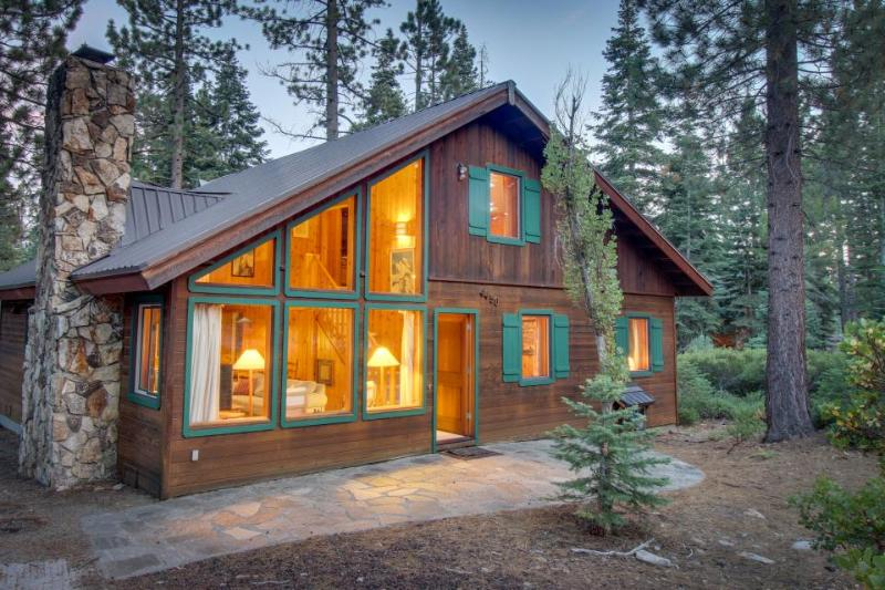 Classic, dog-friendly Lake Tahoe cabin on double lot w/ WiFi & fireplace! - Image 1 - Carnelian Bay - rentals