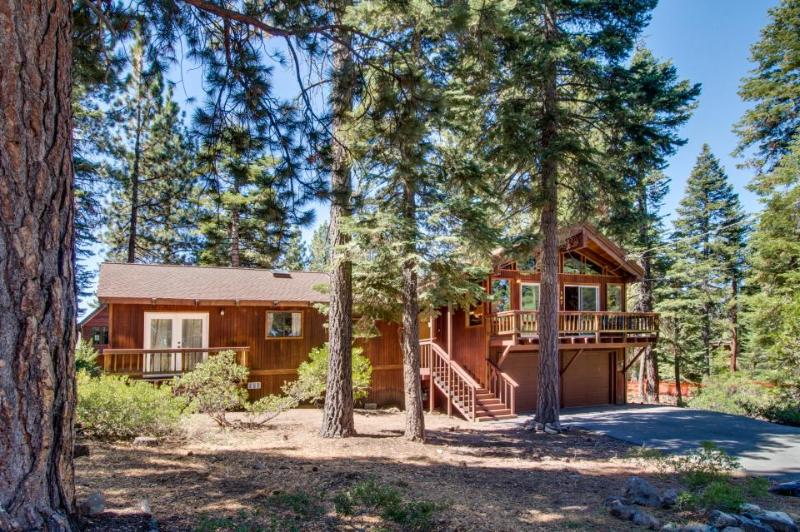 Dollar Point amenities, dog friendly, close to private beach - Image 1 - Tahoe City - rentals