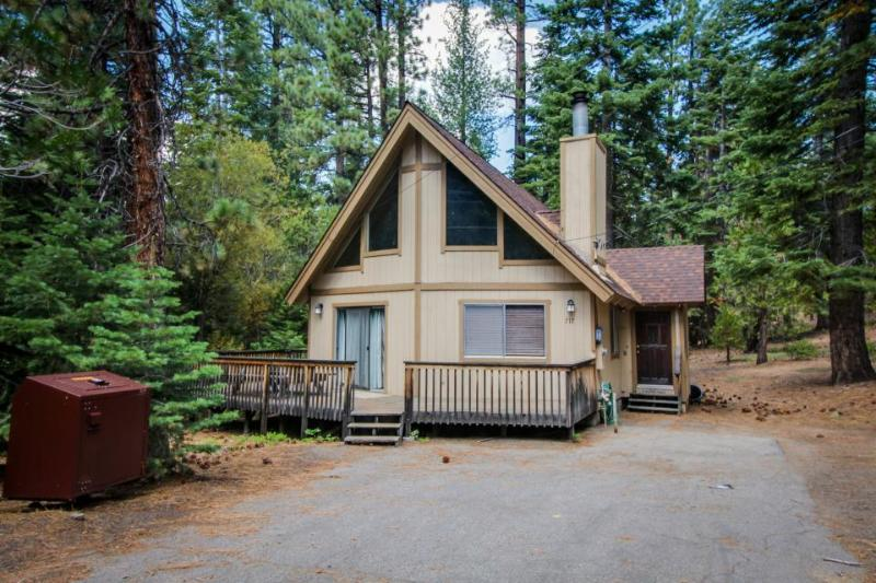 Cozy cabin in a quiet neighborhood; close to attractions - Image 1 - South Lake Tahoe - rentals