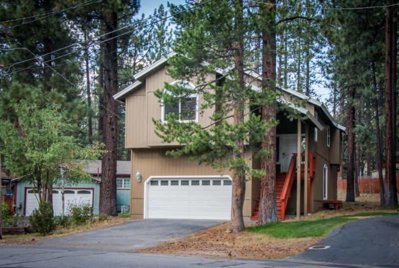 Tasteful home in a quiet neighborhood w/jetted tub, foosball, and more! - Image 1 - South Lake Tahoe - rentals