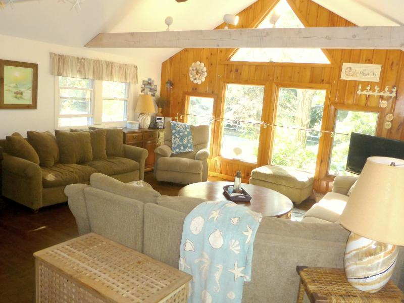 Bright and spacious living room is perfect for a relaxing vacation - Cape Cod Bay Beach House - North Eastham - rentals