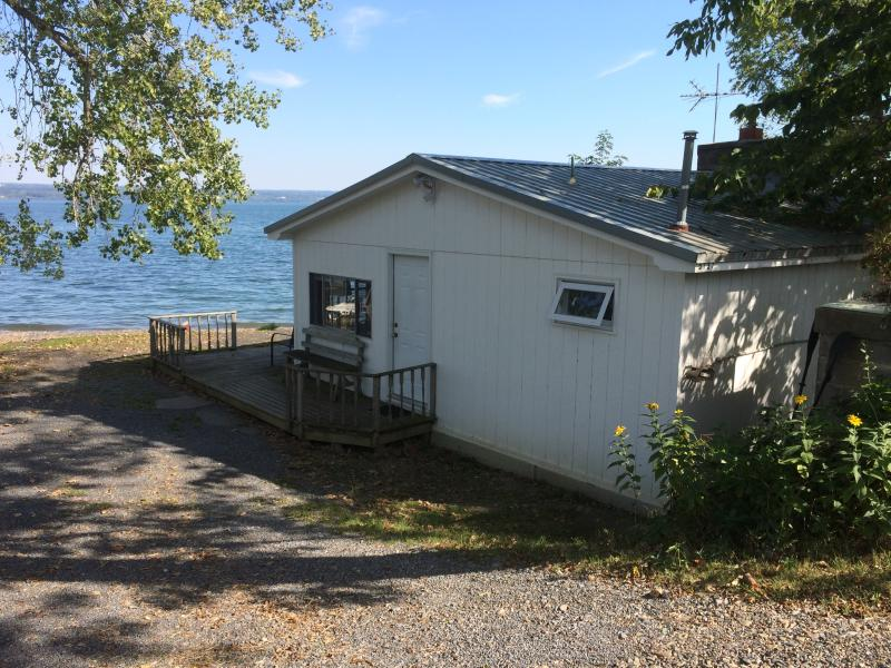 View of cottage from Route 89 - Lakeshore Winery Cottage - Romulus - rentals