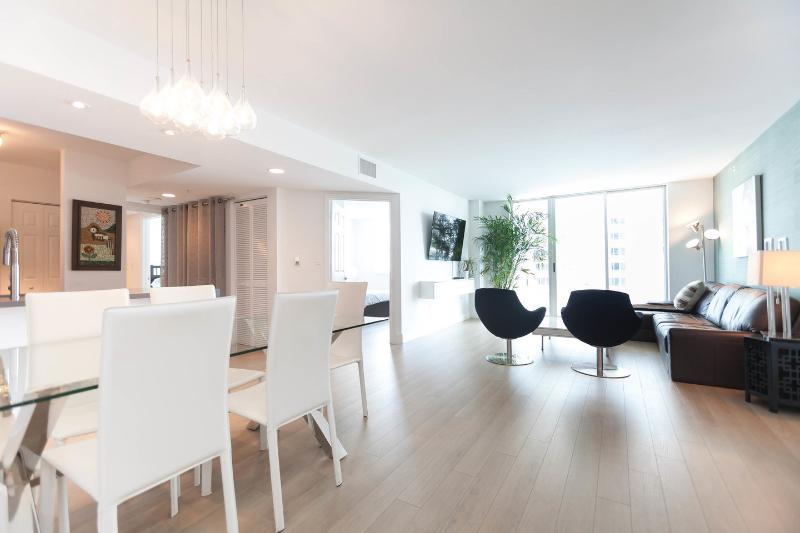 Living Room - BRICKELL/MIAMI OCEANFRONT CONDO 3BD/2BA - Coconut Grove - rentals