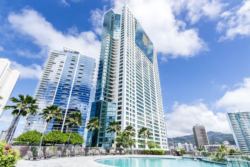 CLEAN/NEW, Across Ala Moana Beach/Mall, Furnished - Image 1 - Honolulu - rentals