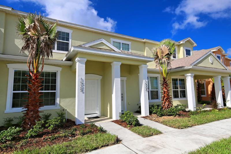 Front of Home - 3 Bed 3 Bath Pool Home + Clubhouse (1525-RETREAT) - Orlando - rentals