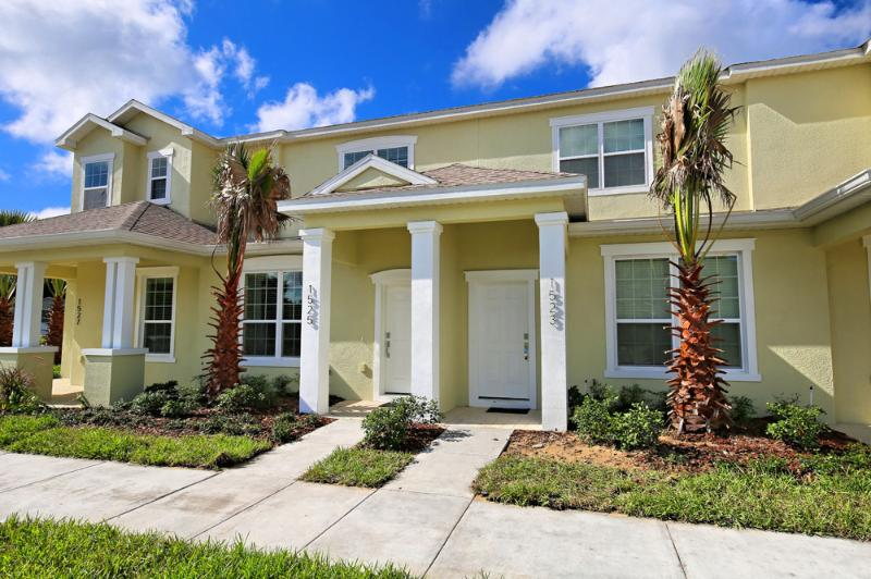 Front of Homr - 3 Bed 3 Bath Pool Home + Clubhouse (1523-RETREAT) - Orlando - rentals