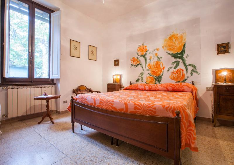 Bedroom 1 - A small Villa among roses in a wonderful Italian park - Greve in Chianti - rentals