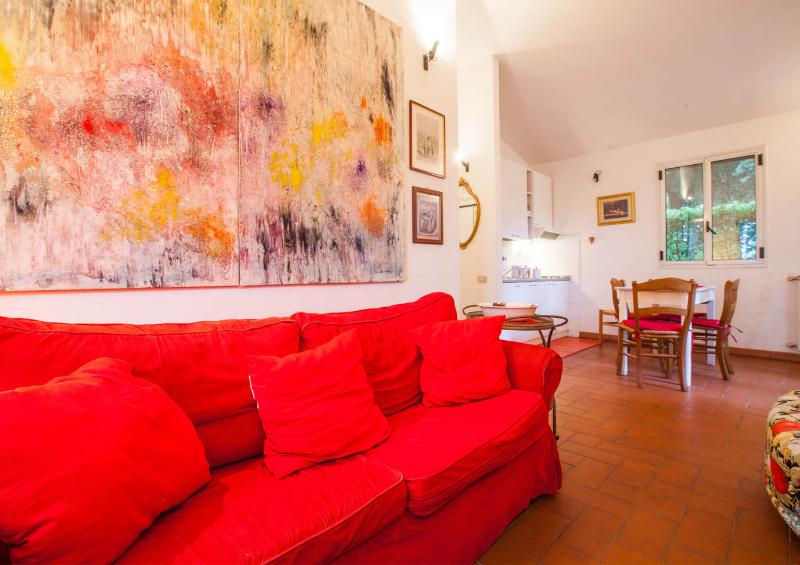 Living room and kitchen - Small villa immersed in the quite of a private magnificent Italian park - Greve in Chianti - rentals