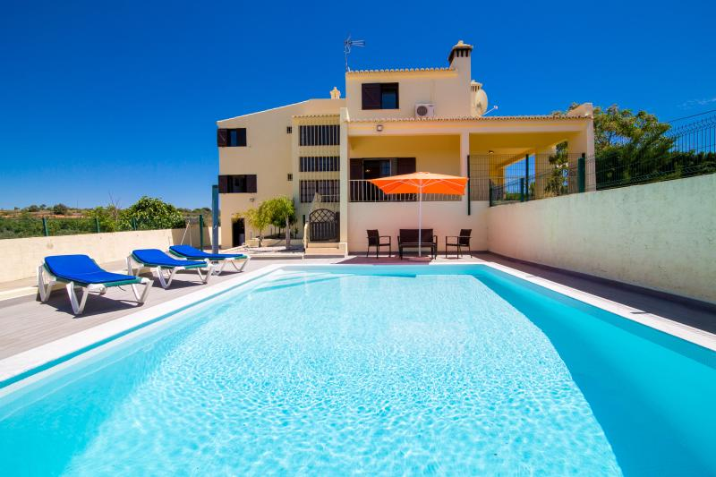 Big Villa with Heated pool, WIFI and Air con. - Image 1 - Albufeira - rentals