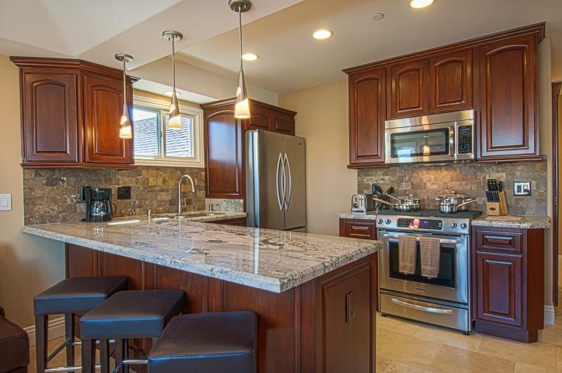 Kitchen - 116 39th Street - 3 Bedroom 2 Bath Condo - Newport Beach - rentals