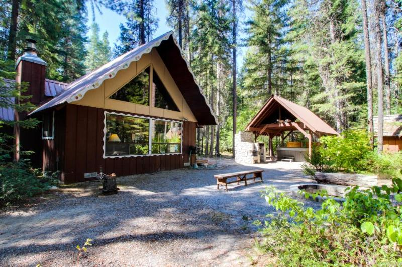 Cozy, secluded family-friendly cabin w/ private hot tub & game room - Image 1 - Plain - rentals