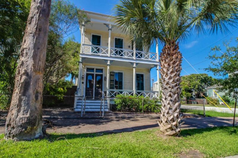 Charming, historic Texas home with modern conveniences! - Image 1 - Galveston Island - rentals