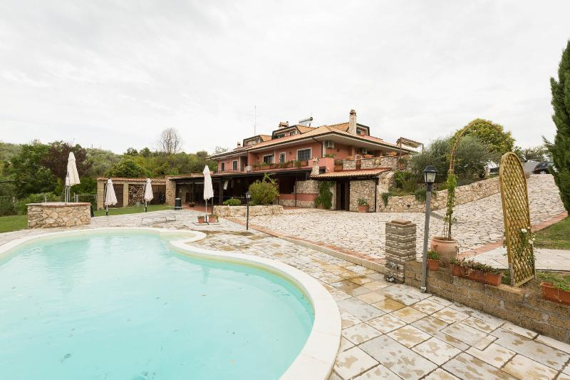 The Pool - Allaquercia b&b - Rome - rentals