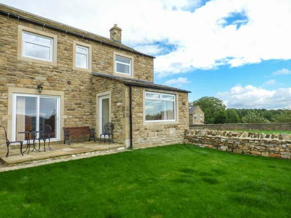 JESS COTTAGE, stone-built, open fire, countryside views, next to canal, near Skipton, Ref 913341 - Image 1 - Skipton - rentals