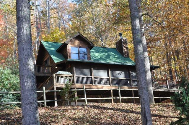 Whispering Woods – Large Log Cabin in the Trees, Main Floor Bedroom – Wood Burning Fireplace – Screened Porch, Outdoor Firepit & Wi-Fi - Image 1 - Bryson City - rentals