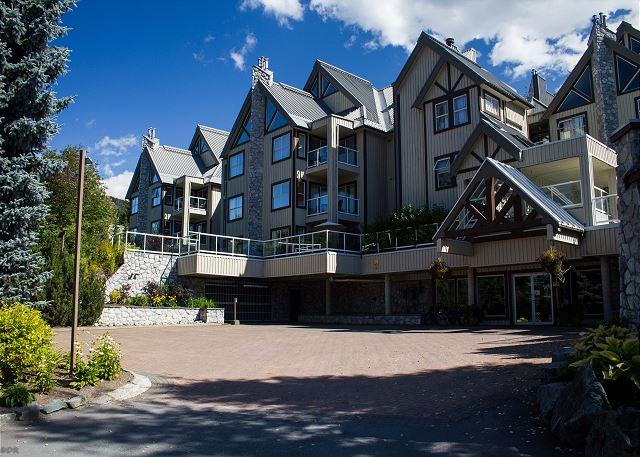 Clean well kept unit with private patio, free parking, big hot tub in lodge - Image 1 - Whistler - rentals