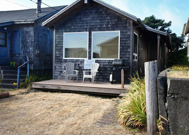 BY THE SEA~Cozy cottage just steps to the beach!! - Image 1 - Rockaway Beach - rentals
