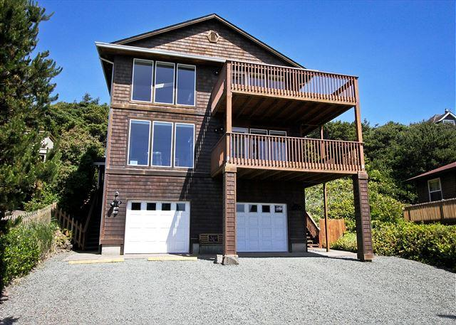 Front view of Manzanita Magic from the street. - MANZANITA MAGIC~Upper~Walkable to the park, town and across from the beach!! - Manzanita - rentals