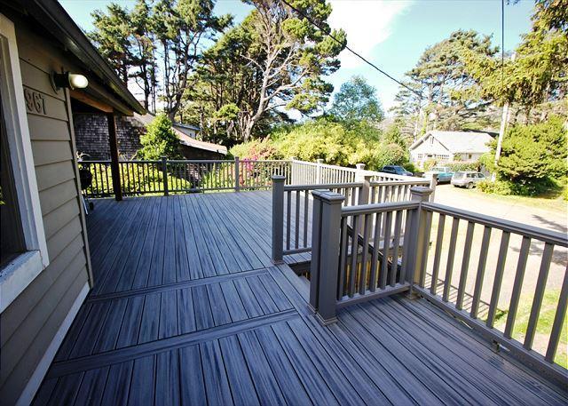 MCKINNON'S ~ Ocean front, sensational views with large expansive back yard - Image 1 - Rockaway Beach - rentals