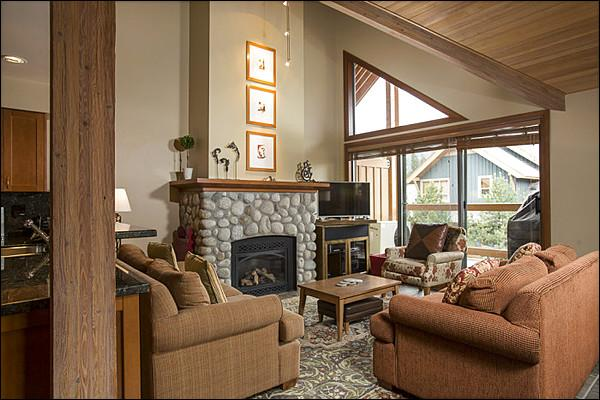 Warm, Bright and Cozy Living Area - Executive Style Town Home  - Gourmet Kitchen  (4180) - Whistler - rentals