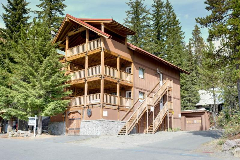 Expansive dog-friendly home w/private sauna, room for 32! - Image 1 - Government Camp - rentals