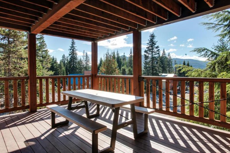 Large, dog-friendly home with a covered deck - close to skiing & Trillium Lake! - Image 1 - Government Camp - rentals