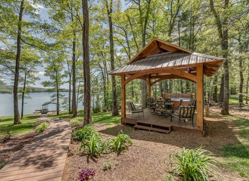 Spa and Picnic Area overlooking Lake - Lake Front Home on Lake Blue Ridge - Blue Ridge - rentals