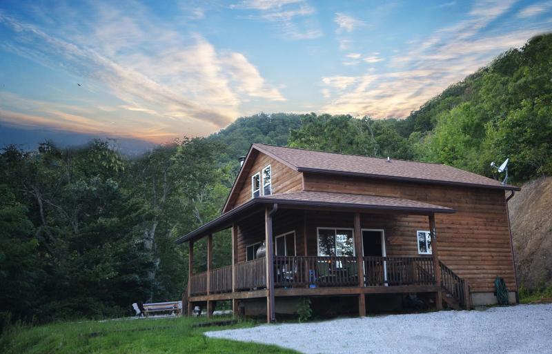 Goldie's Hideaway - Image 1 - Bryson City - rentals