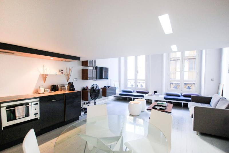 Modern Loft Apartment in the Heart of Louvre - Image 1 - Paris - rentals