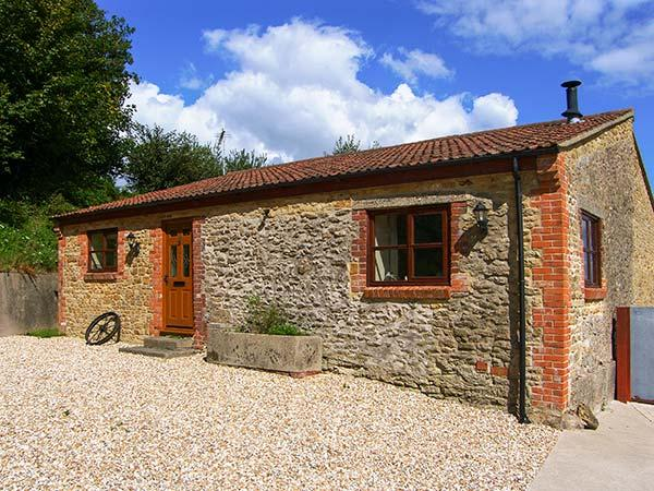 THE BARN detached, single-storey, woodburning stove on a working farm in Crewkerne Ref 915096 - Image 1 - Chedington - rentals