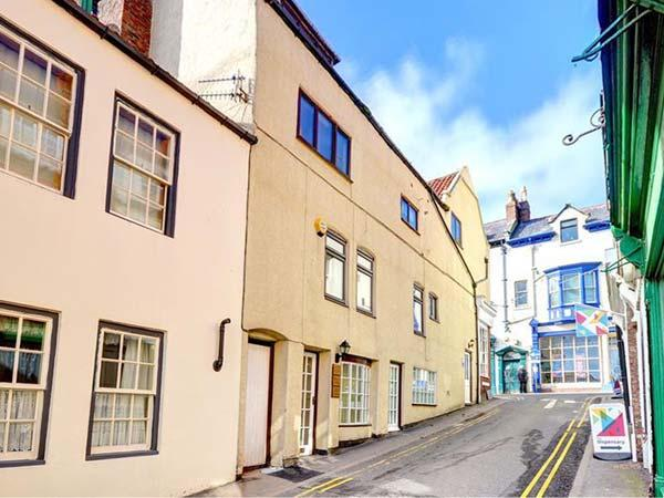 MERMAID COTTAGE, first floor apartment ideal for a couple, shops and pubs a short walk away, in Whitby, Ref 918159 - Image 1 - Whitby - rentals