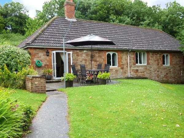 GREENMOUNT COTTAGE, detached, single-storey, en-suite, peaceful location, in Wells, Ref. 923648 - Image 1 - Wells - rentals