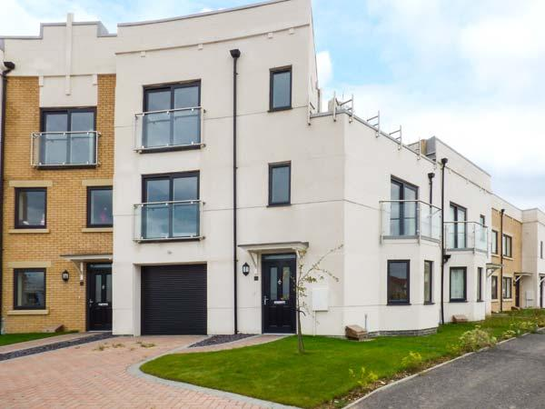 HEAVEN'S AURORA, terraced townhouse, over three floors, en-suites, roof-top garden with hot tub, in Skegness, Ref 926168 - Image 1 - Skegness - rentals