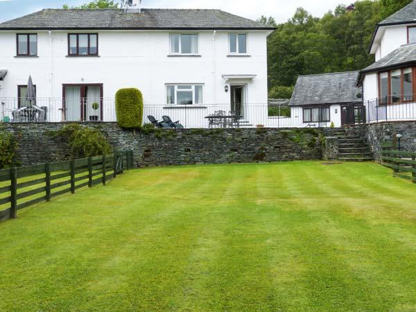 THOMPSON COTTAGE, contemporary holiday home, woodburner, WiFi, parking, in beautiful location, in Ambleside, Ref 927673 - Image 1 - Ambleside - rentals