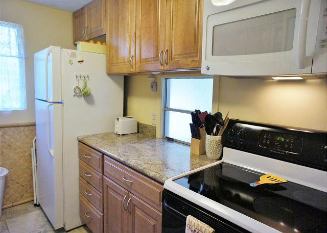 Kitchen - Recent Renovation- New Furniture- 2 bed 2 bath townhouse Surf and Racquet-SR 52 - Kailua-Kona - rentals