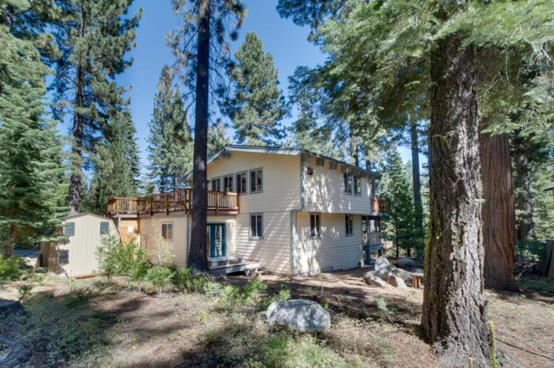Spacious home with beautiful woodwork; peeks at the lake! - Image 1 - Tahoe City - rentals