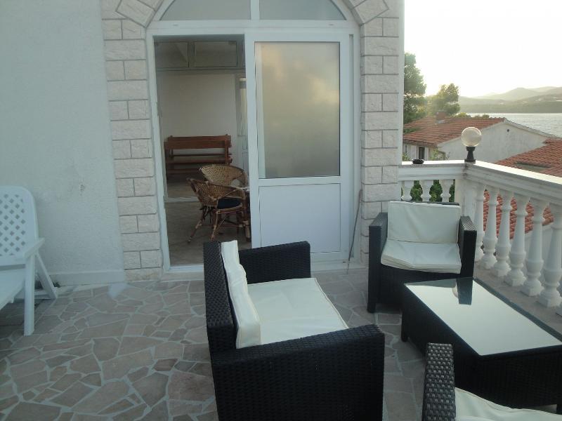 C(4): terrace - 5988 C(4) - Okrug Donji - Okrug Donji - rentals