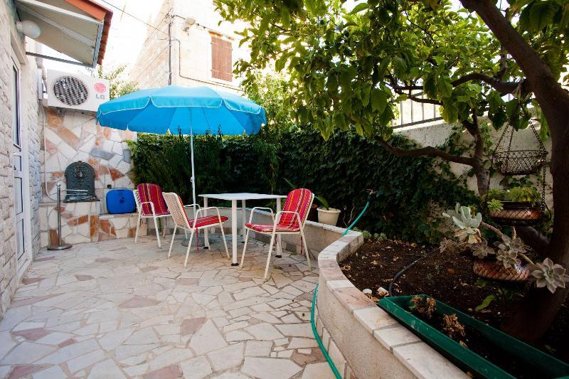 A1 Alen (2): garden terrace - 6124 A1 Alen (2) - Komiza - Komiza - rentals