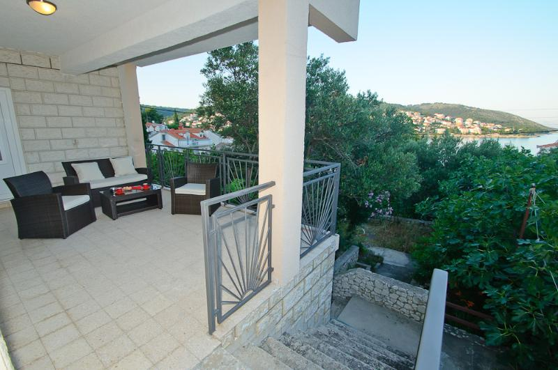 A1(4+2): terrace - 8189 A1(4+2) - Okrug Gornji - Okrug Gornji - rentals