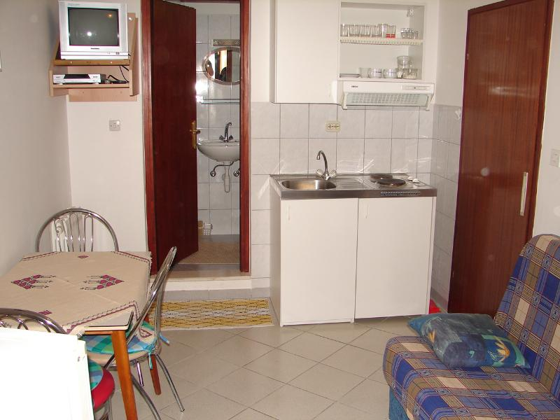 A2(2+1): kitchen and dining room - 00107SEGD A2(2+1) - Seget Donji - Seget Donji - rentals