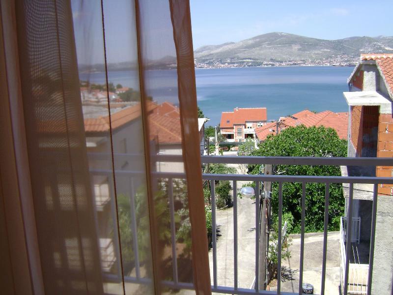 A2(4+1): terrace view - 001OKRG  A2(4+1) - Okrug Gornji - Okrug Gornji - rentals
