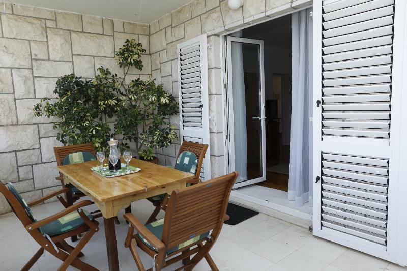 A1(4+1): terrace - 03801SUPE A1(4+1) - Supetar - Supetar - rentals