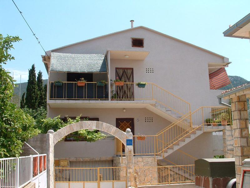 00604KOMI  A1(2+2) - Komiza - Image 1 - Komiza - rentals