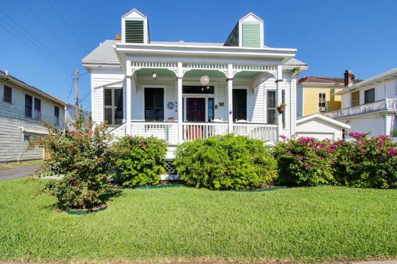 Historic, quiet, and dog-friendly cottage - great for families! - Image 1 - Galveston Island - rentals