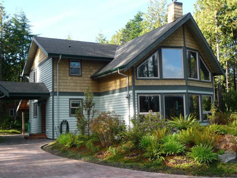 TidalView House, Tofino, British Columbia - Image 1 - Tofino - rentals