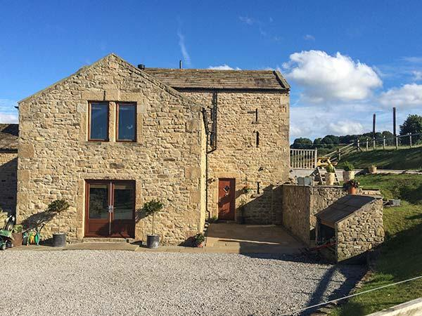 CASTLE MILL, pet-friendly luxury cottage, WiFi, en-suite, garden, Ravensworth Ref 924541 - Image 1 - Richmond - rentals